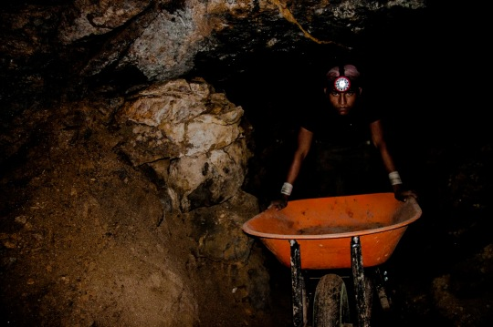Marcelino Moreno, an 18-year-old who works in his father's mine, or cave as it is locally called, collects about half a kilo per week of stained amber which is sold in the Park  Centrale de Simojovel for about 2 or 3 pesos per gram.