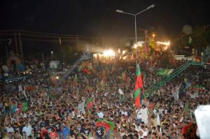 Azadi_March_Crowd_16_August_2014
