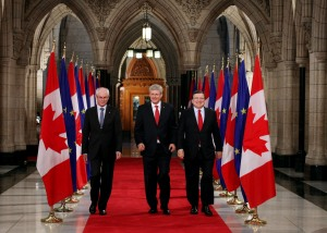 Herman van Rompuy, Stephen Harper and José Manuel Barroso, walking on a red carpet (from left to right)