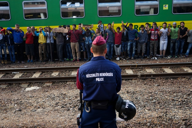 Syrian_refugees_strike_at_the_platform_of_Budapest_Keleti_railway_station._Refugee_crisis._Budapest,_Hungary,_Central_Europe,_4_September_2015._(3)