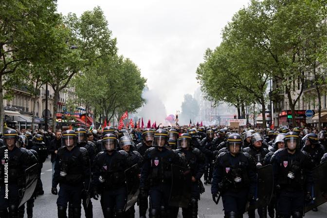 France INTOX à 16 h 30 annonce participation en baisse (quelques milliers selon la police) ... sans compter les flics en tenue et en civil.